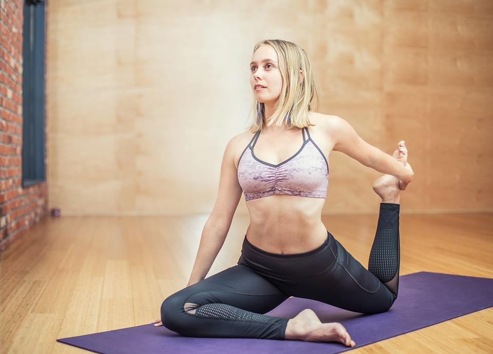 yoga-3053487_960_720